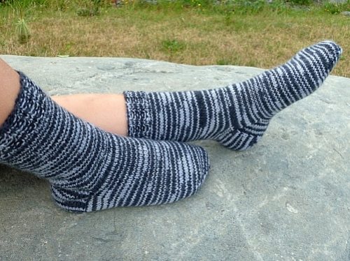 Knitting Slippers For Charity : Blankets for charity halifax knitters page